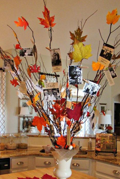 Композиция из осенних листьев и фотографий