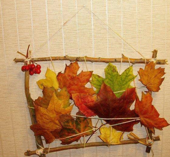 Настенное панно из осенних листьев