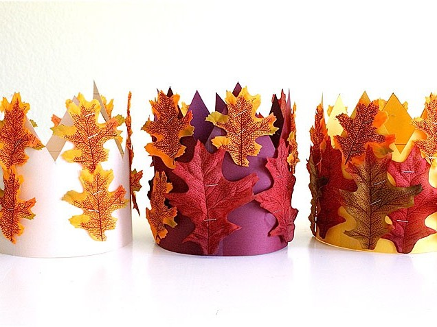 Бумажные короны, украшенные осенними листьями