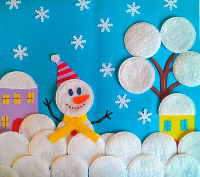 Аппликация со снеговиком из ватных дисков