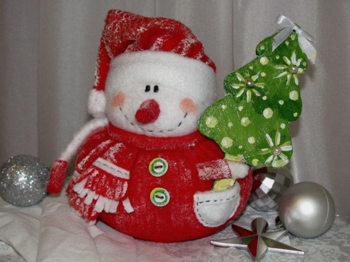 Нарядный снеговик из ткани к Новому году