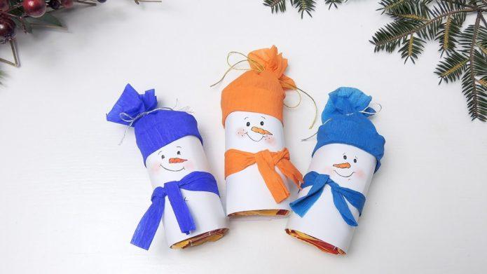 Миниатюрные снеговички из бумаги для украшения ёлки