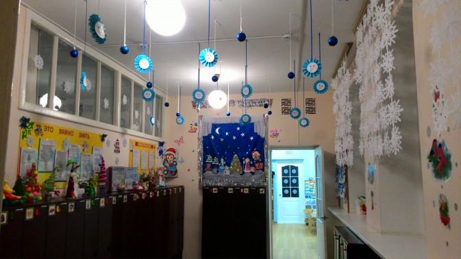Украшение коридоров в школе к Новому году