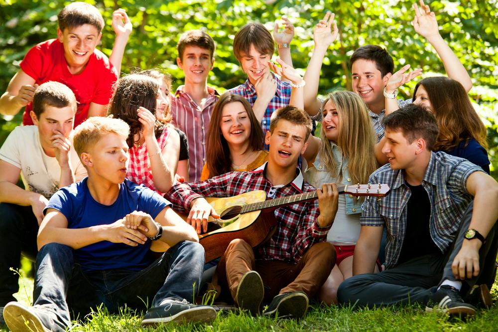 Как уберечь подростка от плохих компаний, выпивки и игромании