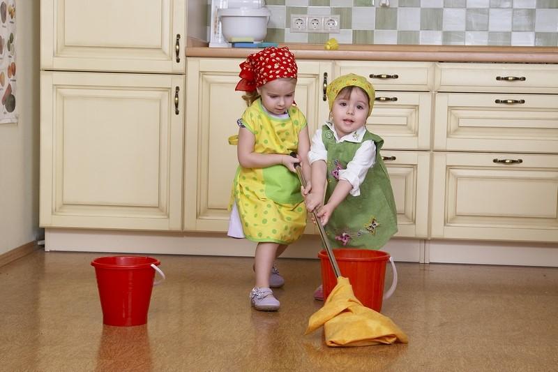 Уборка в доме: 7 работающих советов, которые помогут приучить детей к порядку