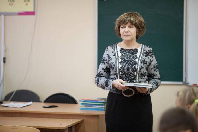 Строгая советская учительница