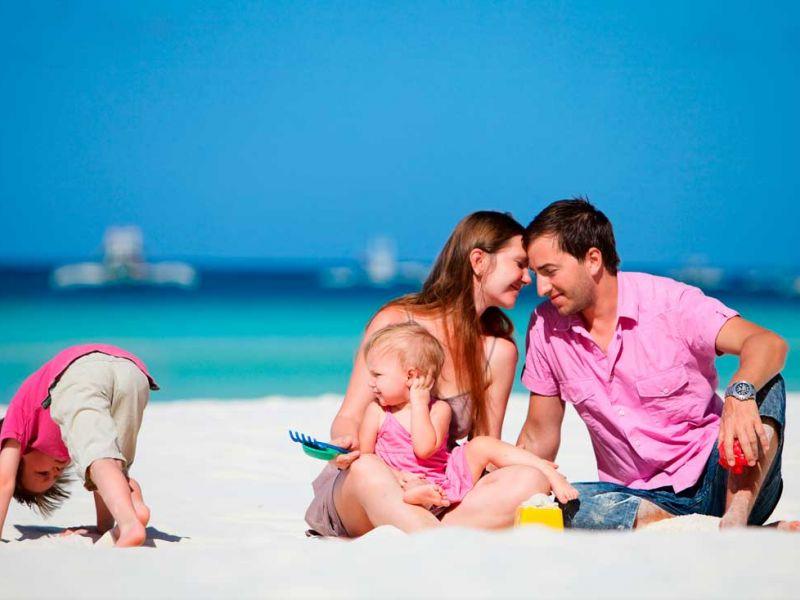 Как организовать безопасный отпуск с детьми на море