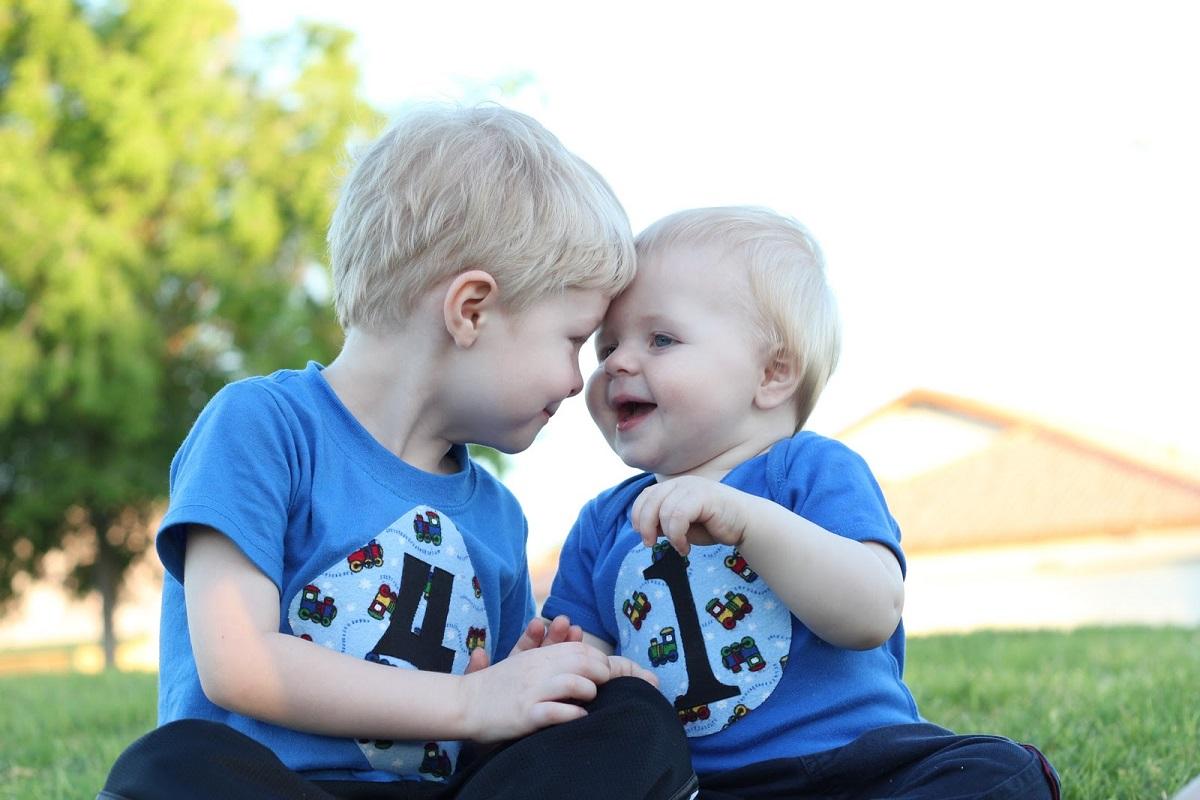 Чтобы и малыши дружили, и маме легче было: какая разница в возрасте между детьми будет самой лучшей