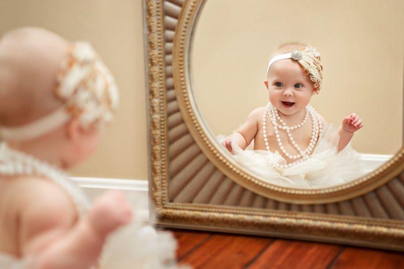 Почему до года нельзя ребенку показывать зеркало