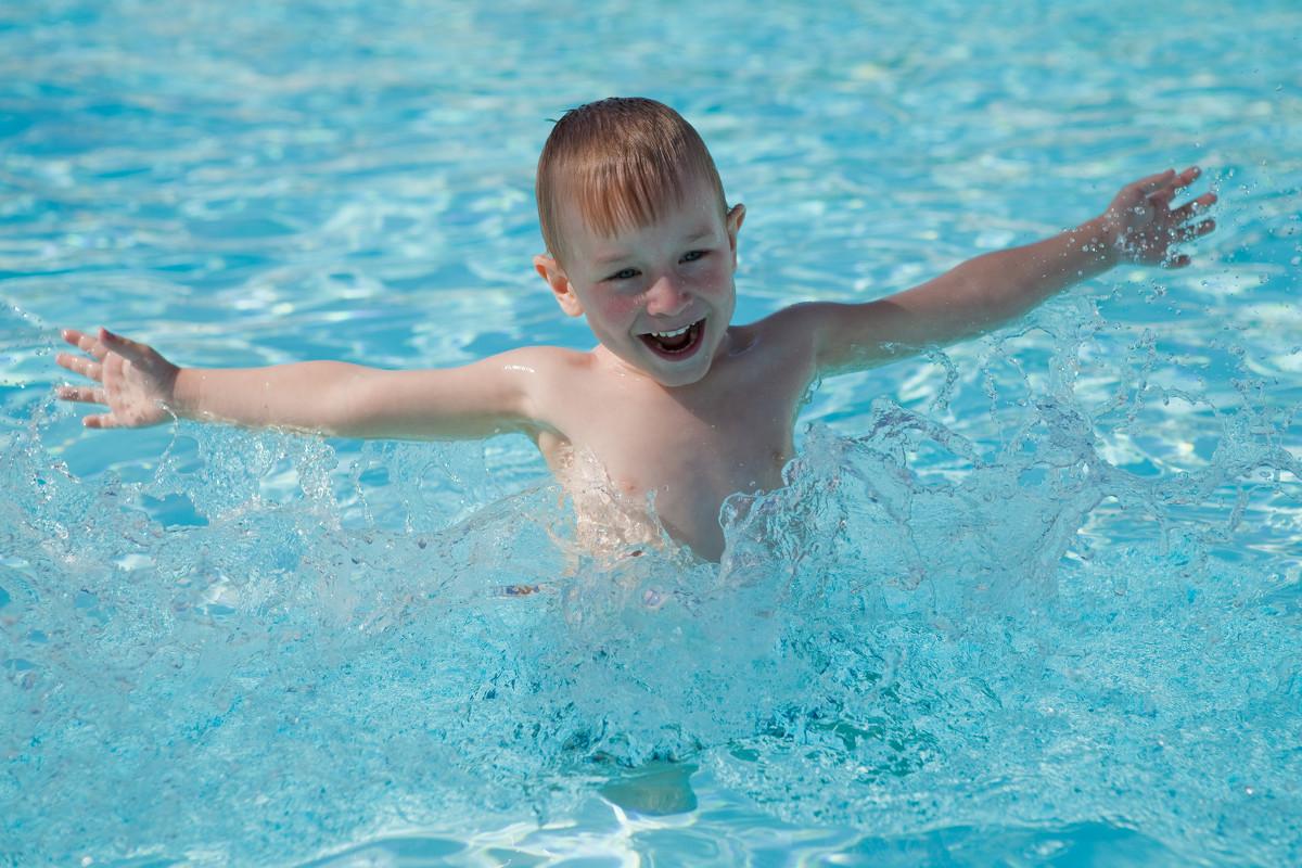 Плавание для ребенка: с чего начать и чего не стоит делать
