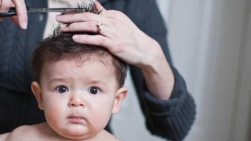 Почему не стоит стричь своего ребёнка дома