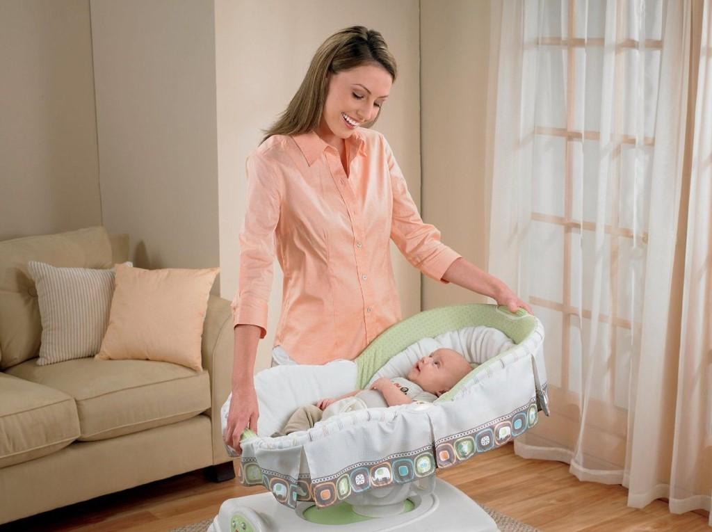Почему не стоит звать гостей сразу после рождения ребенка