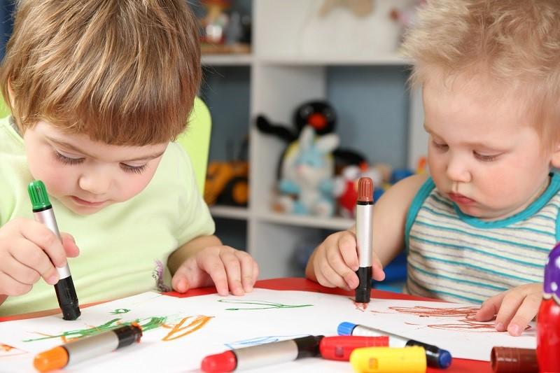 7 неожиданных способов смыть с ребенка фломастер или ручку