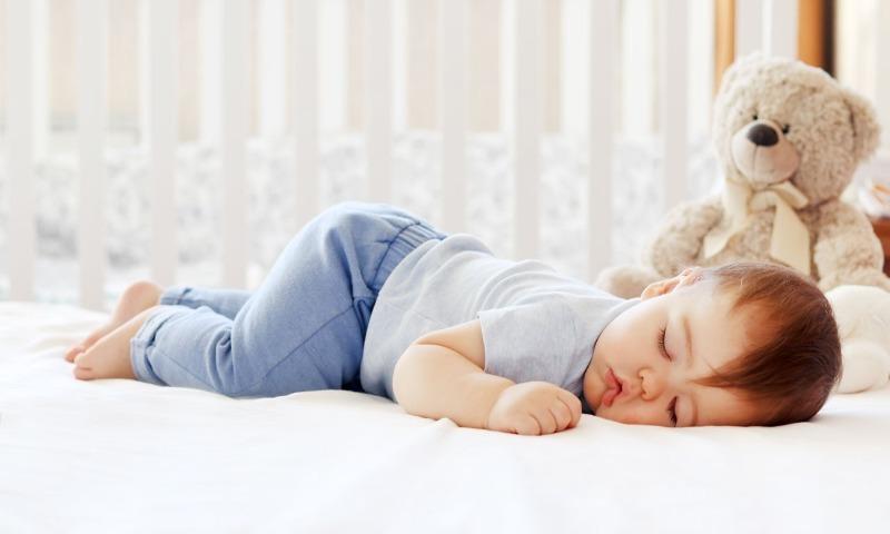 Как без особых усилий разбудить ребенка: 11 действенных советов