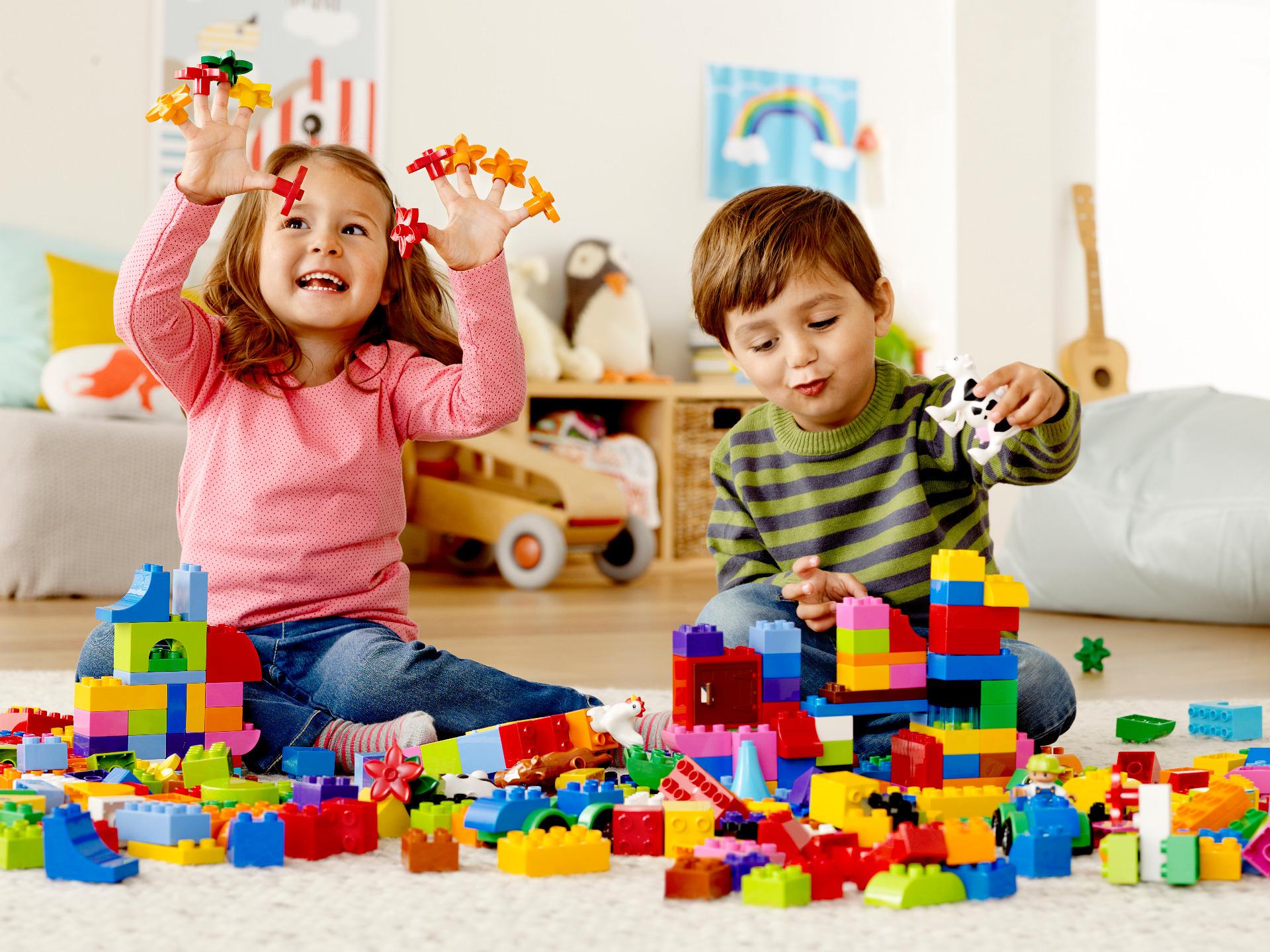 Для детей разных возрастов: 8 игрушек, которые увлекут любого ребенка