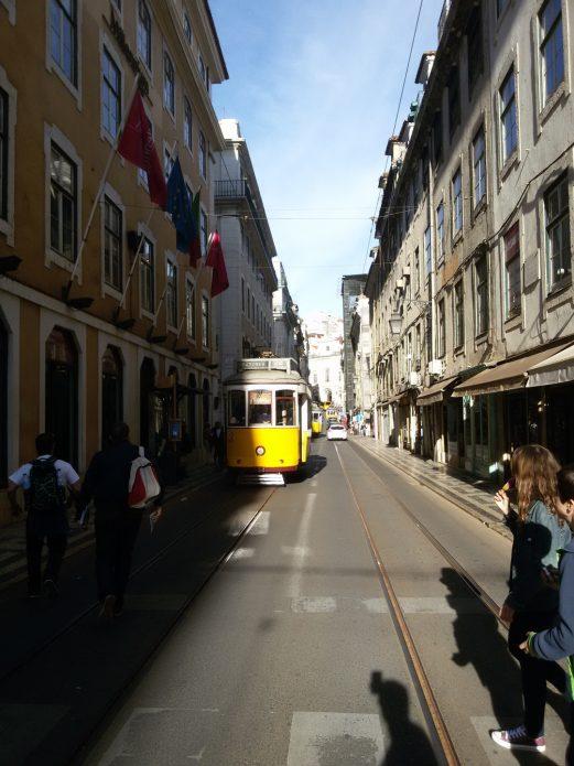 Улица в Лиссабоне