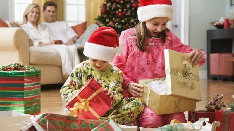 5 важных правил, которые помогут не избаловать ребенка подарками