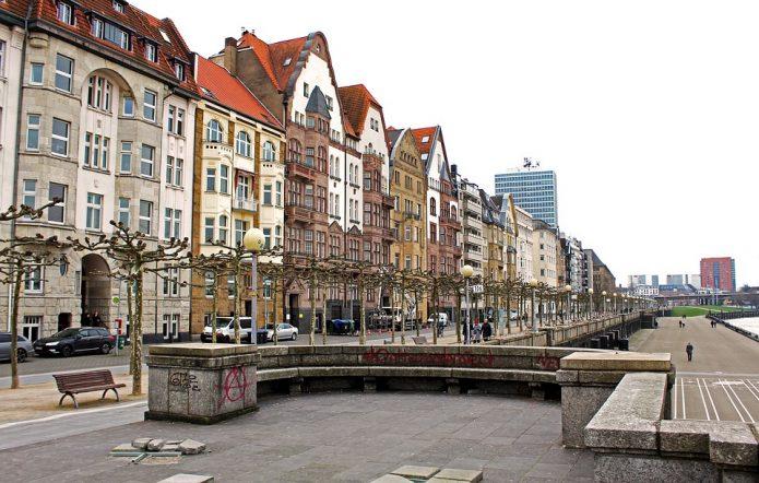 Старая часть Рейнской набережной
