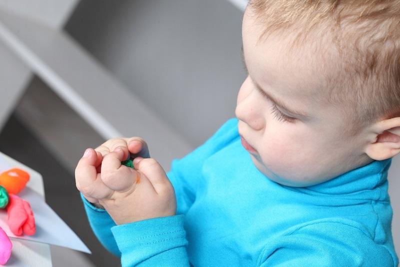 Умный малыш: 7 упражнений для развития мелкой моторики