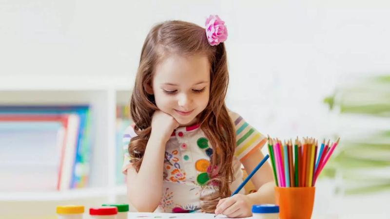 5 простых способов понять: правша ребенок, или левша