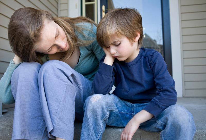 О чем нужно поговорить с ребенком, которого обижают в школе
