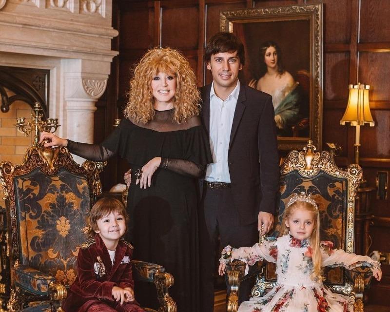 В какой детский сад ходят дети Пугачевой и Галкина и почему от них ушла няня