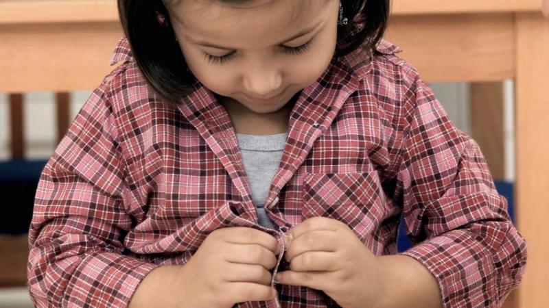 Как научить ребенка одеваться самостоятельно: 7 важных моментов
