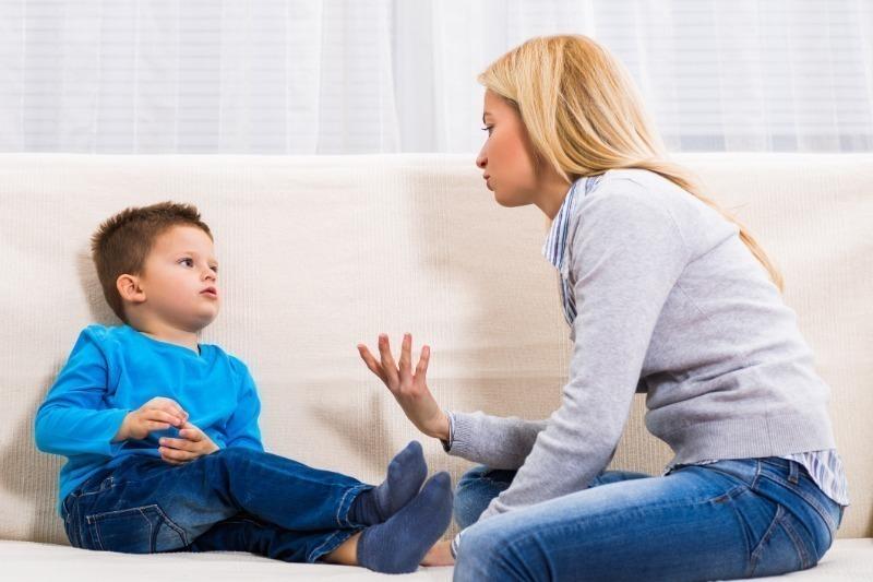 5 опасных вопросов от взрослых, на которые ребенку не надо отвечать