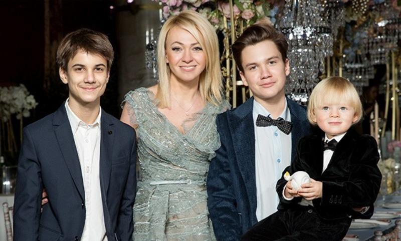Яна Рудковская и дети