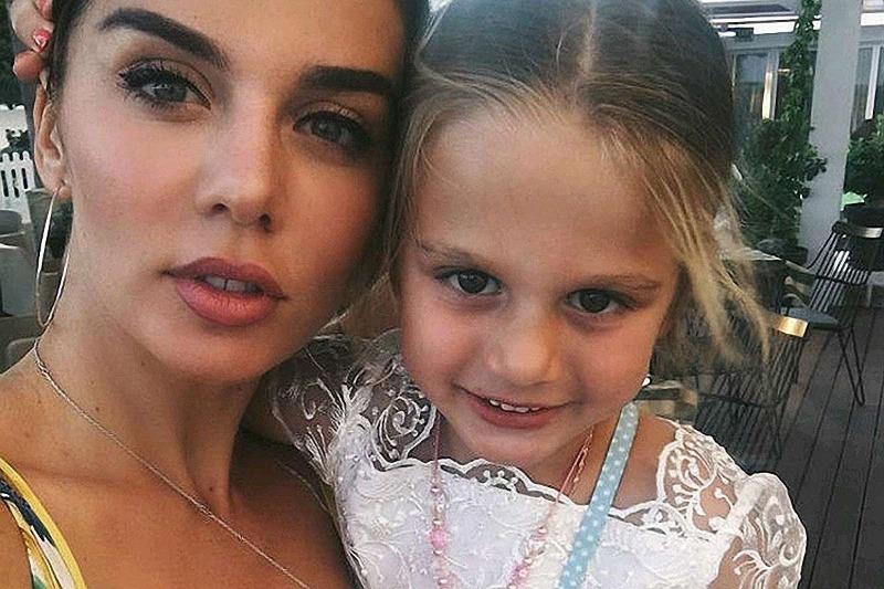 Анна Седакова с дочерью Моникой