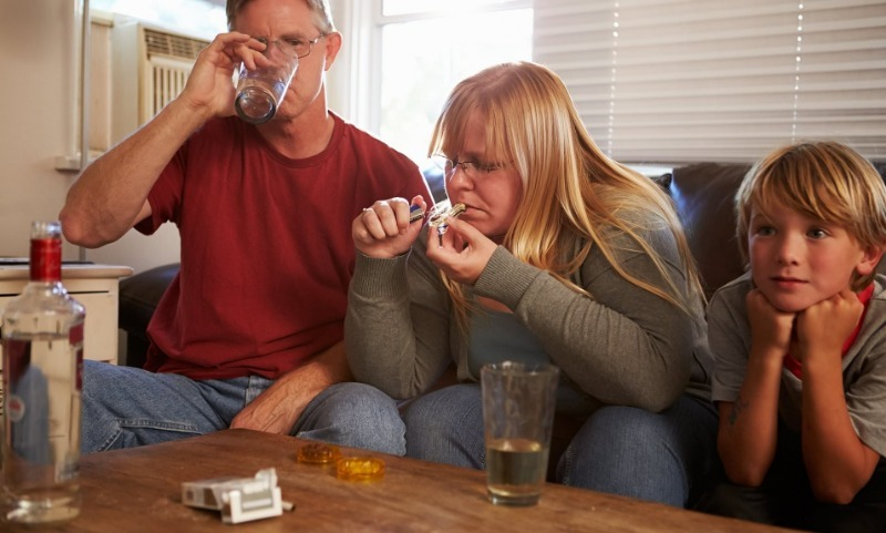 5 вредных привычек, которые дети перенимают у родителей