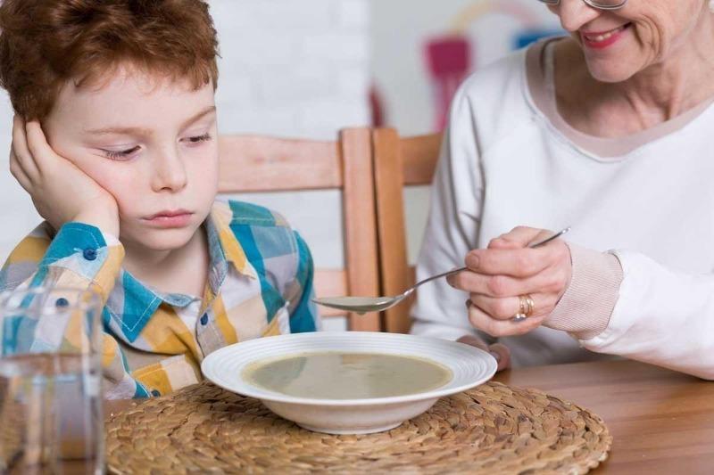 5 вредных пищевых привычек, которым часто учат бабушки