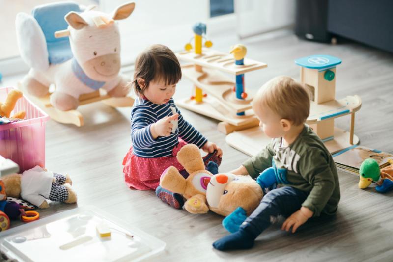 5 способов научить ребенка делиться игрушками